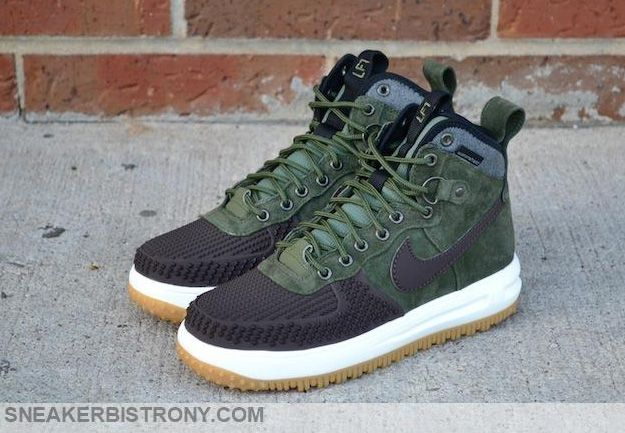 The Nike Lunar Force 1 Duckboot ARMY GREEN puts a new spin on the previous dark  green Duckboot. Here, the dark, earthy green is executed over a weather-.