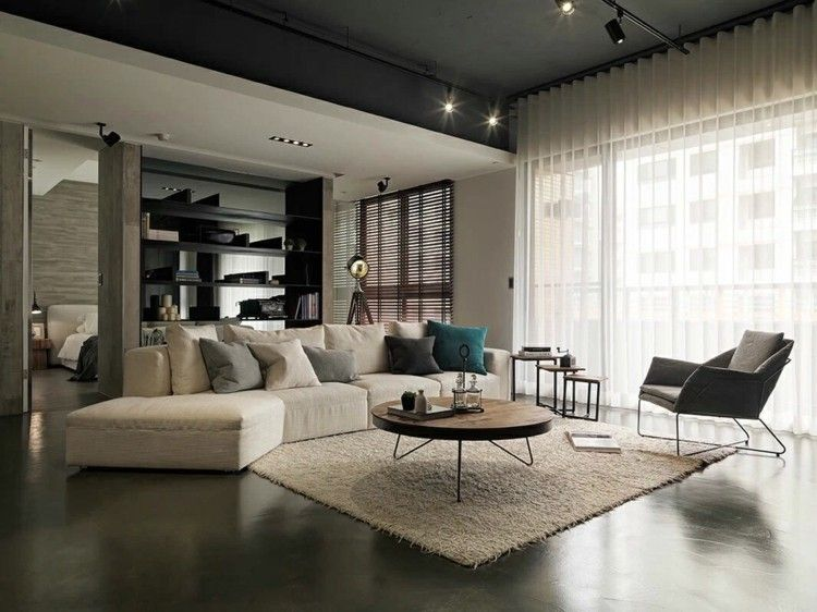 Wohnzimmer Einrichtung In Creme Mit Sofa Und Hochflor-Teppich
