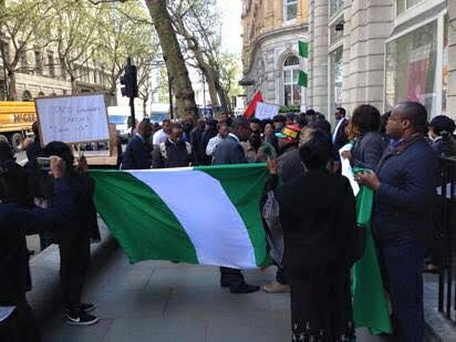 Welcome to Oghenemaga Otewu's Blog: Nigerians storm Nigeria High Commission UK, demand...