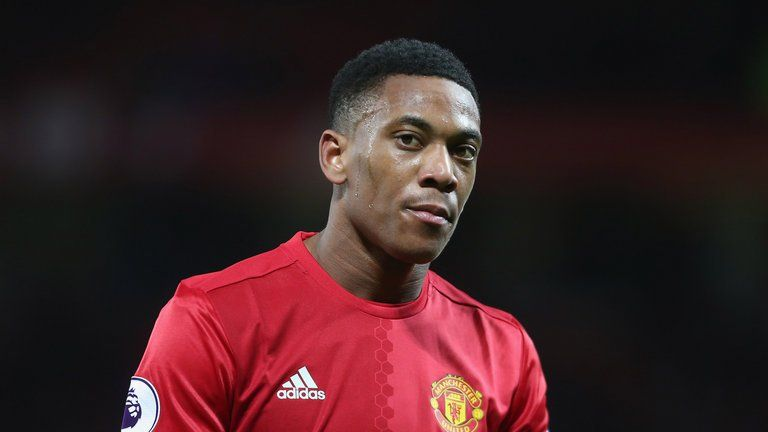 Epl Anthony Martial Loses Temper Hits Manchester United S Backroom Staff With Bottle Anthony Martial Manchester United Manchester United Transfer