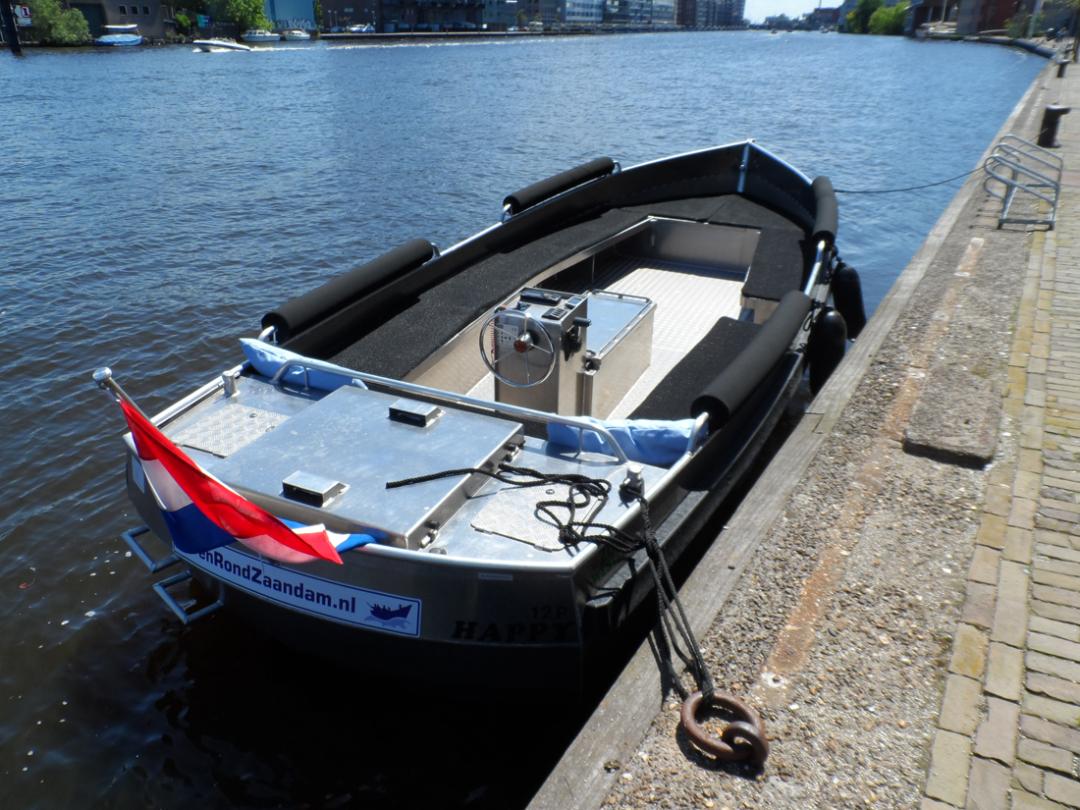 Niet zo mooie sloep van Zuidwestersloep: ZWS-730 Wel goedkoop: 16.950 casco (exclusief motor etc ...