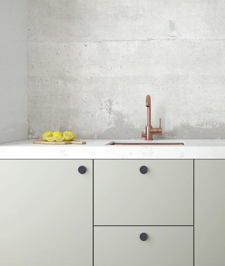 Una cocina diferente líneas simples y materiales \