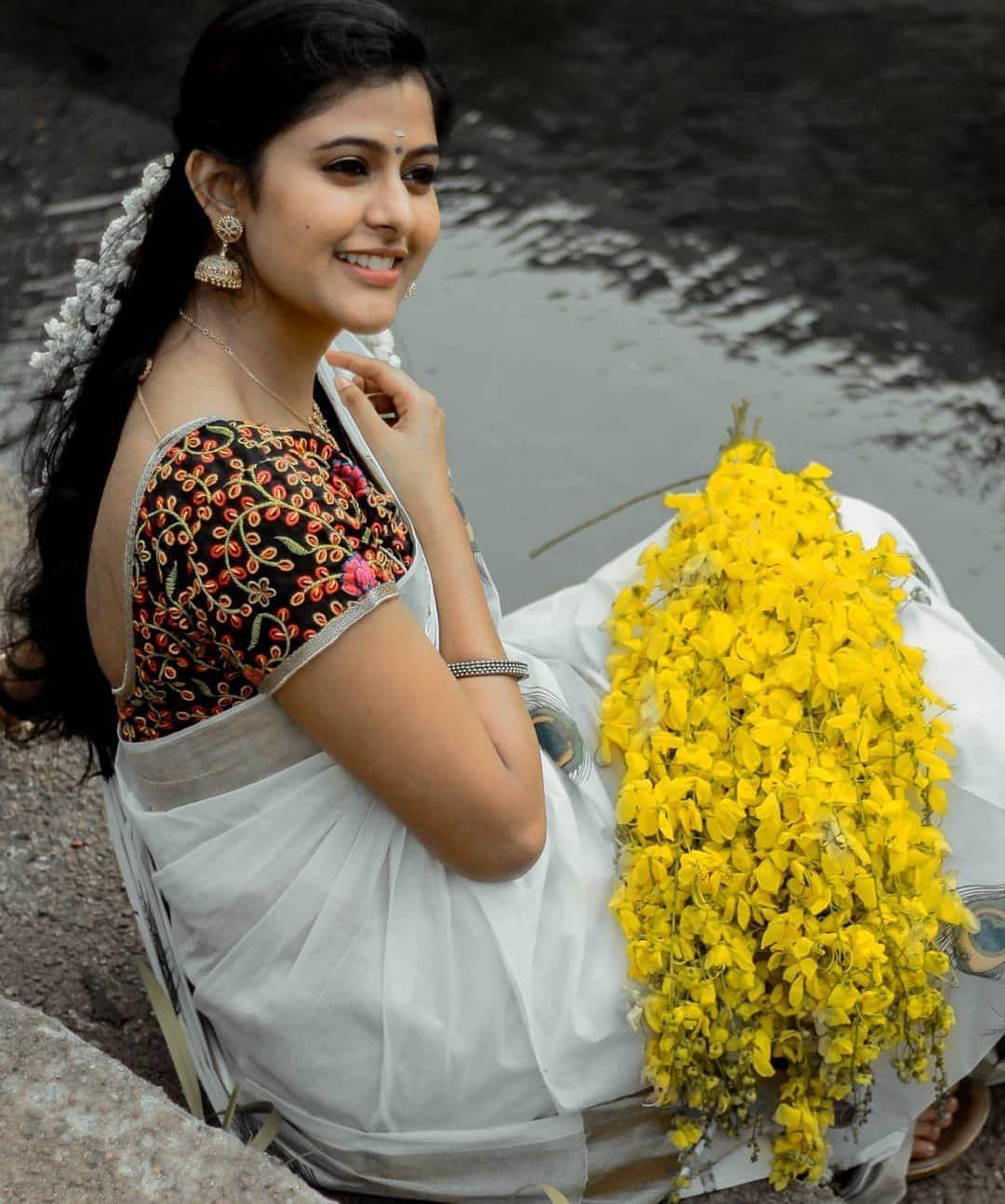 """Photo of Sari Devatama Instagram on Instagram: """"Gorgeous @sravana__tn 💓 #sareefashion #saree #sareelove #show #sareeseduction #style #sareeswag #sareeblousedesigns #smile # backlessblouse…"""""""