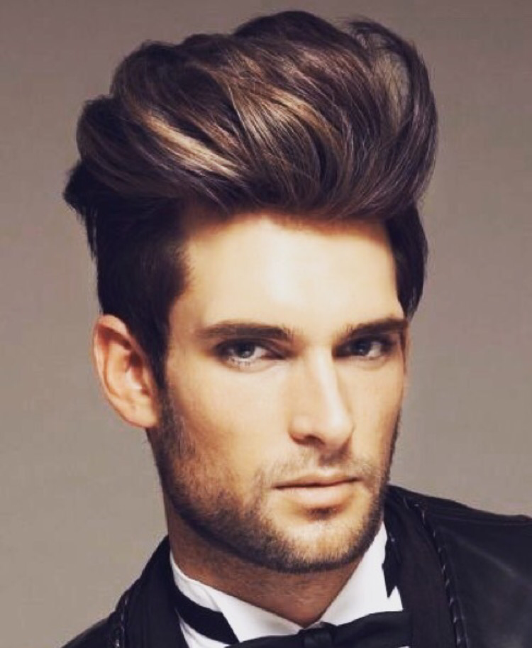 Manner Frisuren 2019 Trendige Pompadour Frisur Fur Herren
