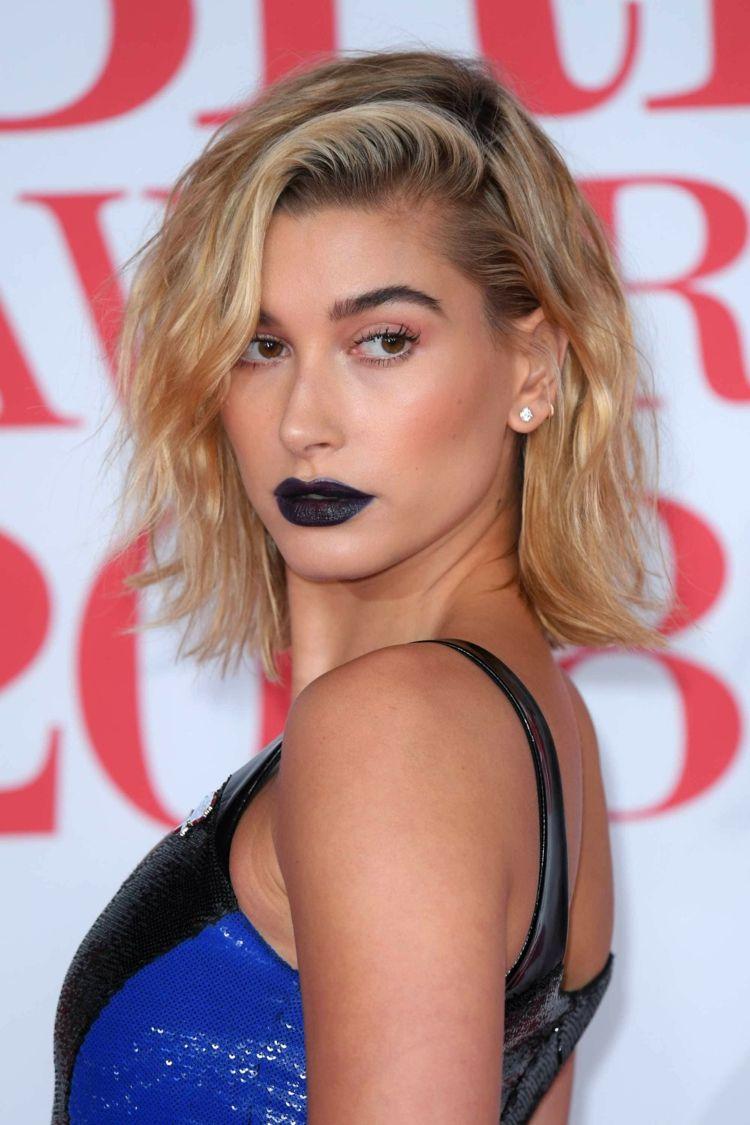 Kurzhaarfrisuren 2018 Damen Bob Locker Blond Dunkler Ansatz Hair