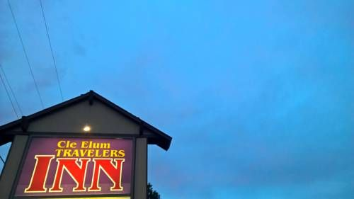 Cle Elum Travelers Inn Cle Elum  (Washington) Located near the shops and restaurants of Highway 970, this pet-friendly motel offers an airport shuttle to Cle Elum Municipal Airport, 2 miles away.  It features a continental breakfast, free daily newspapers and free Wi-Fi.