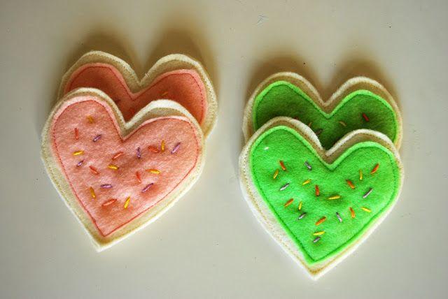 DIY Felt Heart Cookie #DIY #Sewing #Sew #Toys #Hearts #Cookies #FeltFood #PlayFood #Kids #Toddlers