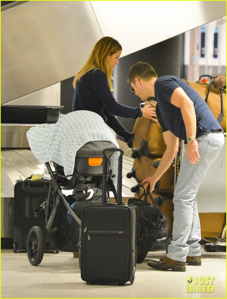 Jensen Ackles Touches Down at LAX with Danneel & Justice! | jensen ackles touches down at lax with danneel justice 02 - Photo