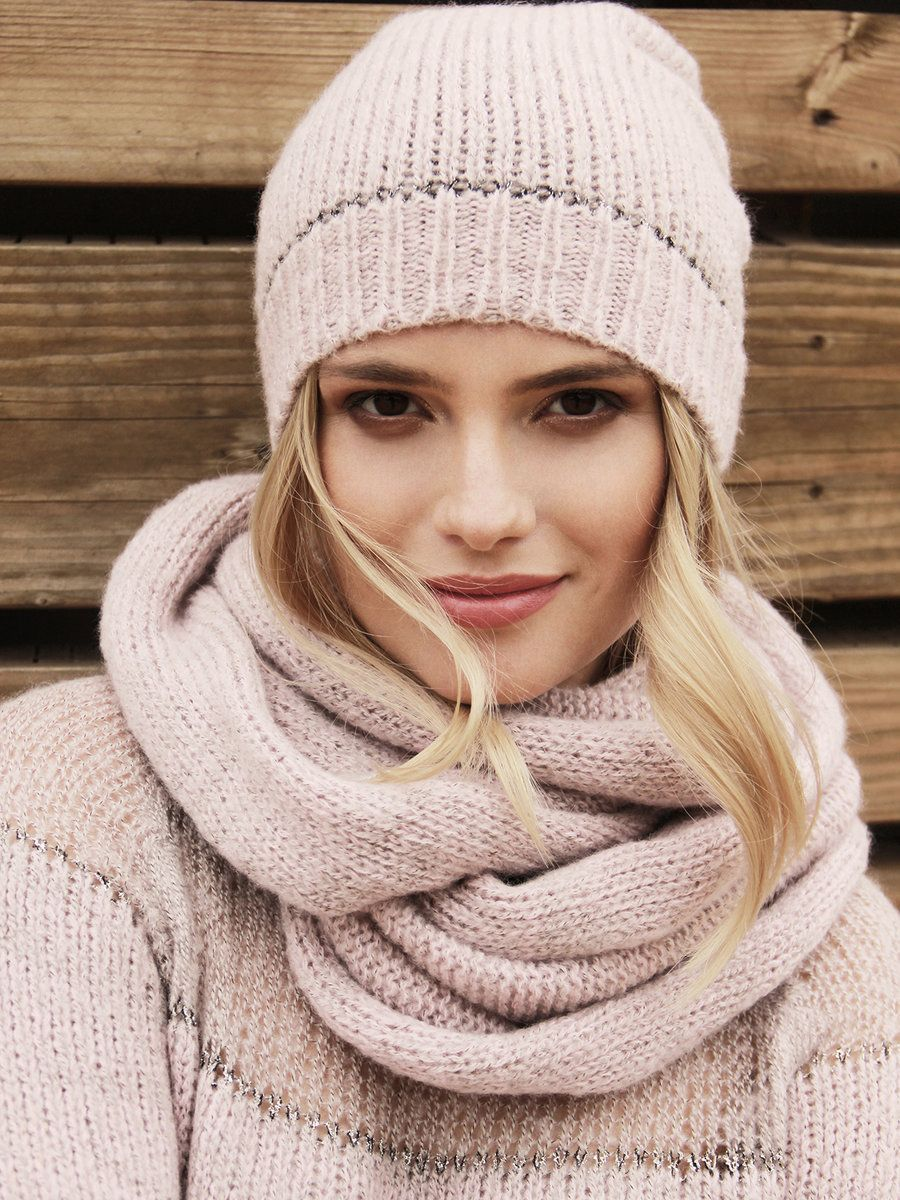 38c00210184 6 Ways to Wear and Style Infinity Scarf This Winter
