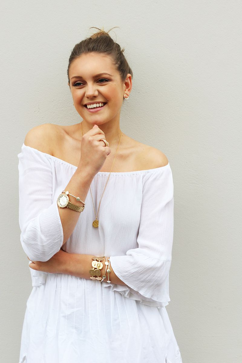 ways to style a classic gold watch shoulder dress