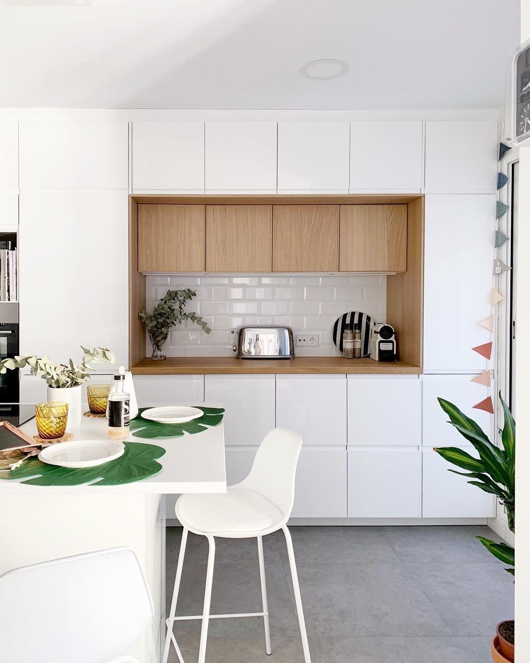 Una Cocina De Ikea En Blanco Y Madera Cocina Kitchen Nordickitchen Small Space Kitchen Modern Kitchen Design Kitchen Design