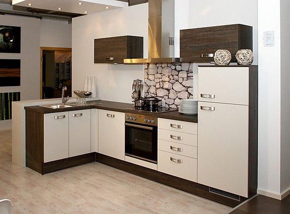 L-Küche weiß mit dunklem Holz kombiniert (Brigitte Küchen ... | {Küchen modern l-form weiss 18}