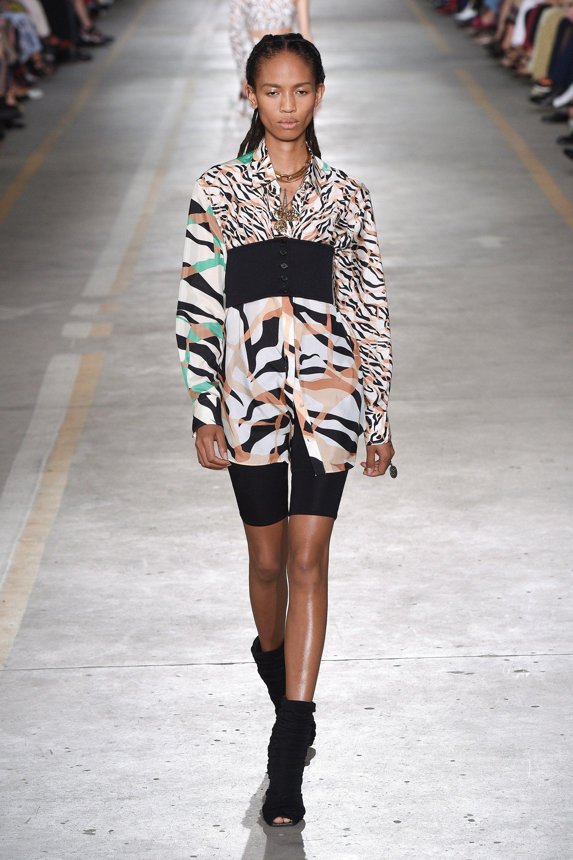4350c14178 Roberto Cavalli Spring 2019 Ready-to-Wear Fashion Show in 2019 ...