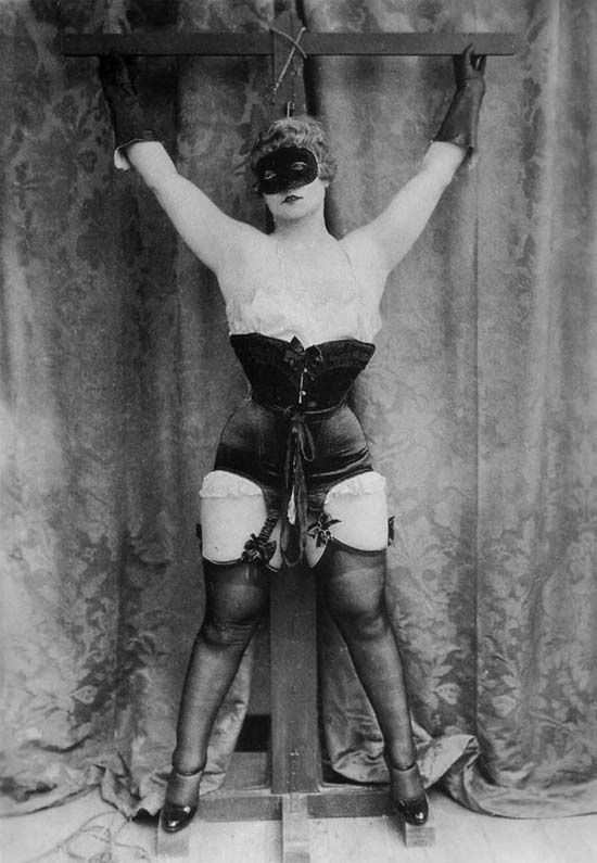 Women in corsets porn — pic 1