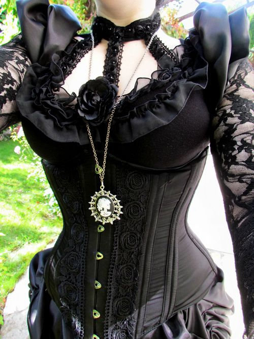 Sneak-peek for an upcoming photo shoot at an event in two weeks for which I will be modelling a gothic victorian set :) P.S.: The decoration...
