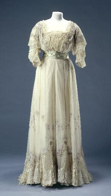 Worth reception dress, 1900's