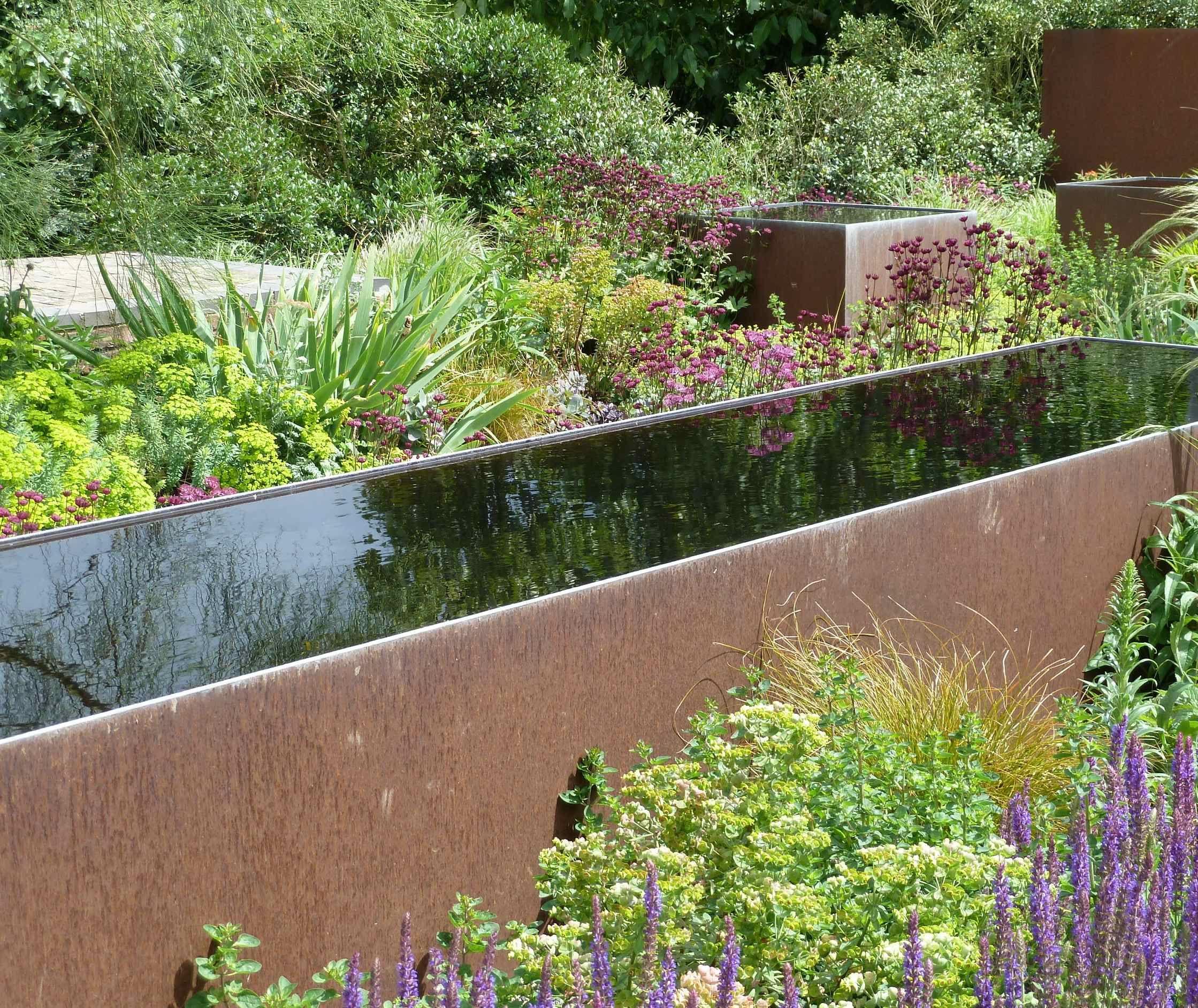 serge hill barn garden, bedmond hertfordshire