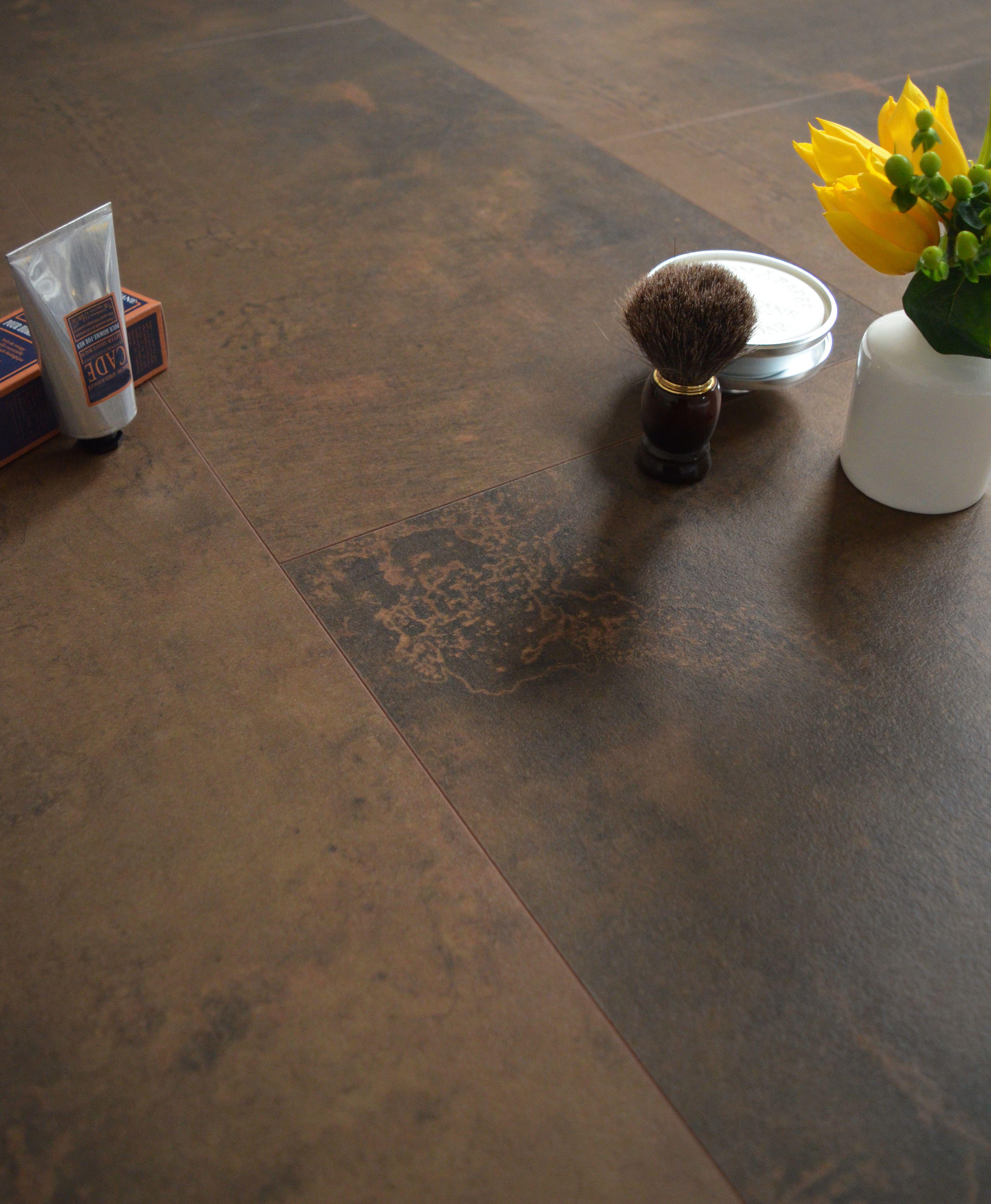 dalles de parquet stratifi un sol laspect vintage qui convient pour la - Sol Stratifie Pour Salle De Bain