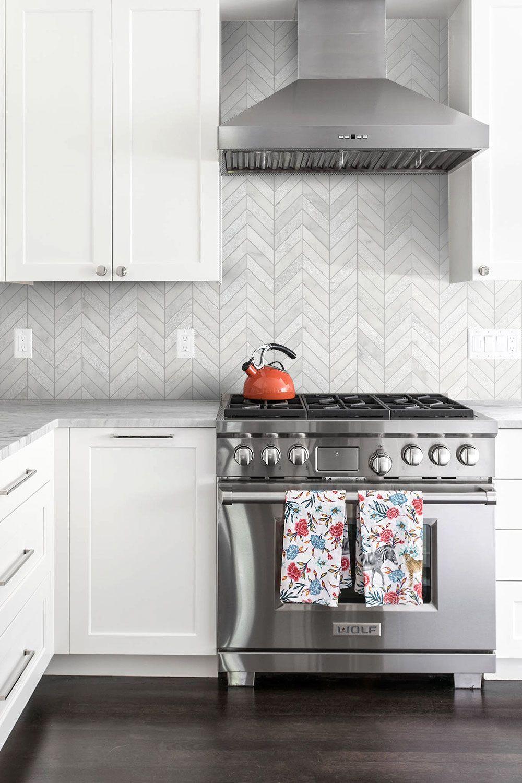 White Modern Marble Chevron Backsplash Tile Backsplash Com White Tile Kitchen Backsplash Mosaic Backsplash Kitchen White Marble Kitchen
