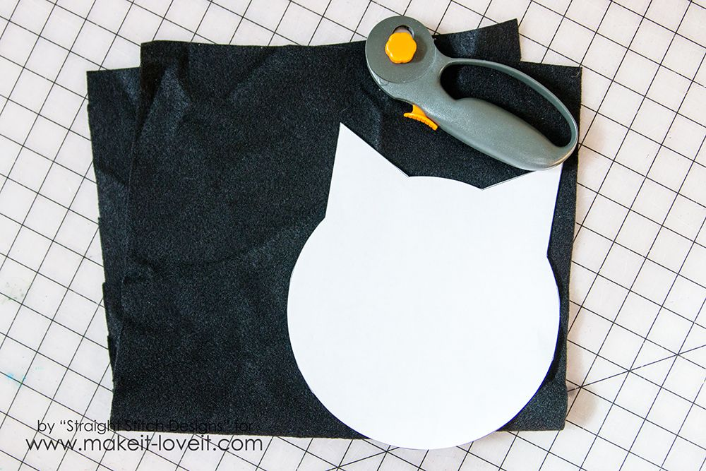 DIY Trick-or-Treat Bag {from felt} | Make It and Love It