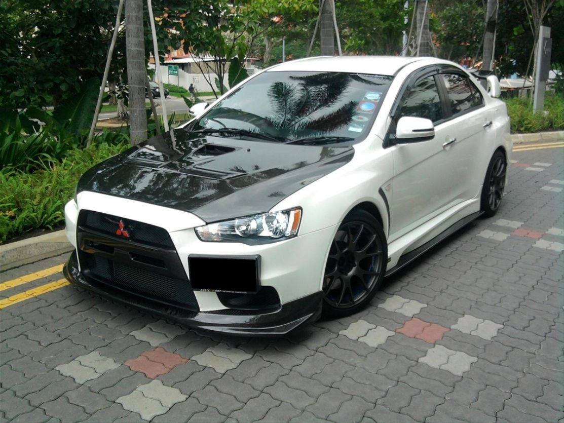 White Modified Mitsubishi Evo X Car Wallpaper