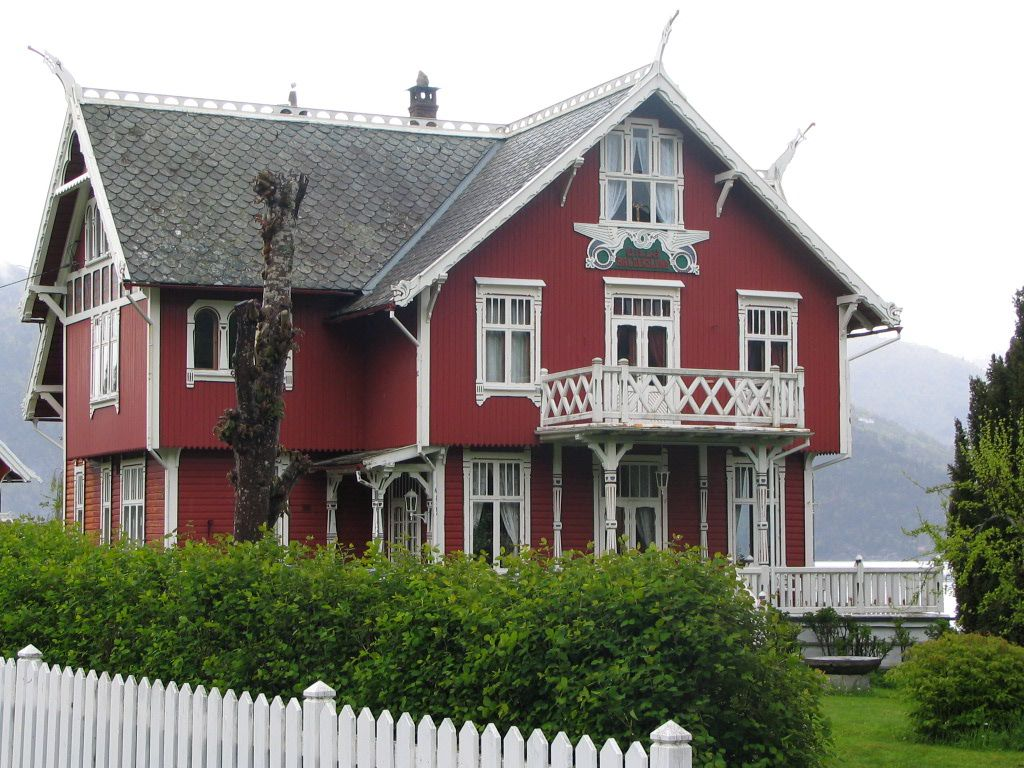 A red house with traditional norwegian wood work balestrand no like to live there - Norwegian wood houses ...