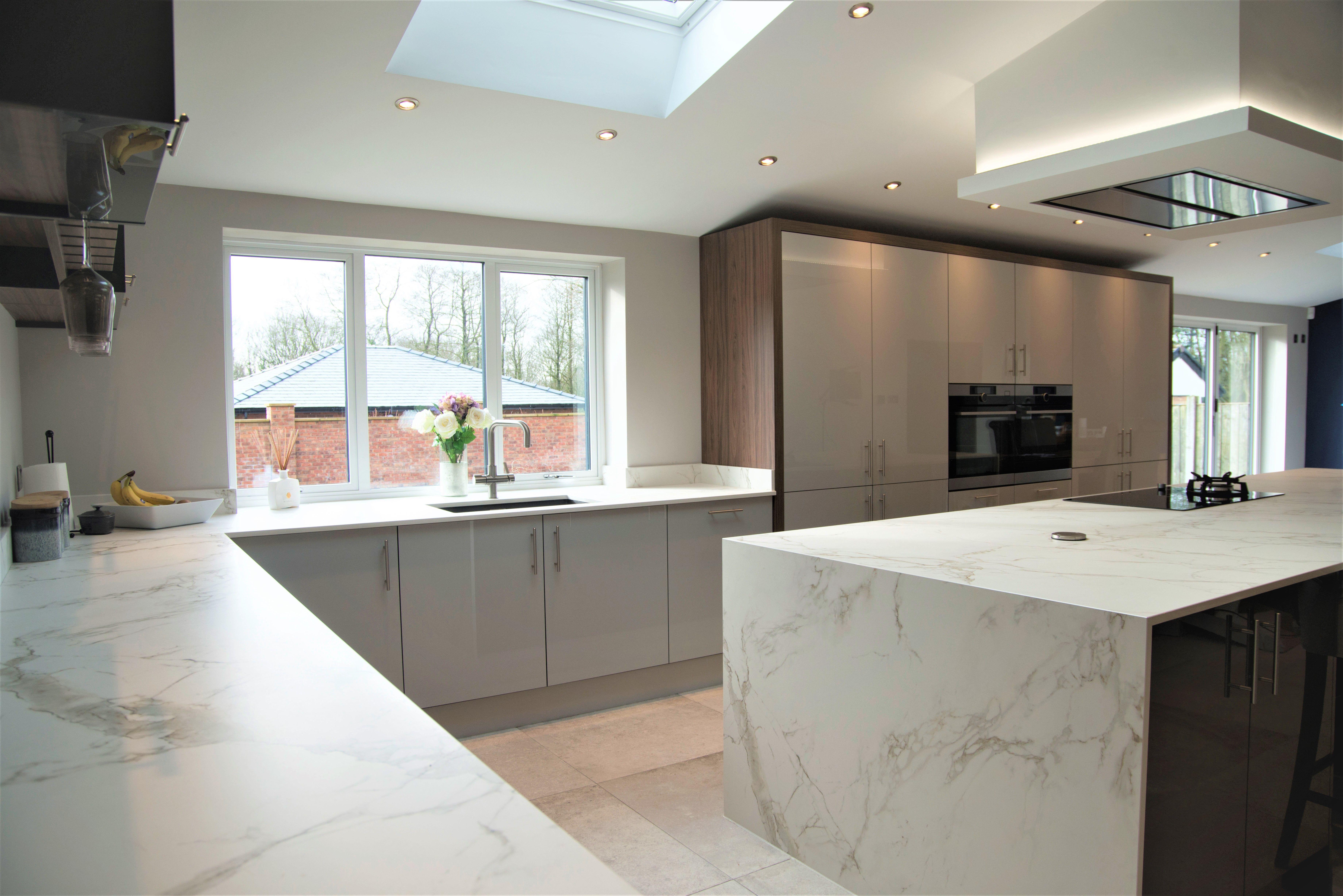 Masterclass Lumina Kitchen High Gloss Light Grey Graphite And Walnut Dekton Entzo Kitchen Dekton Home Decor