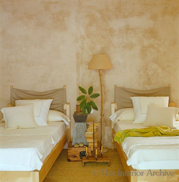 The Stucco Walls Of This Guest Bedroom Were Coloured With Natural Pigments  And Local Sand