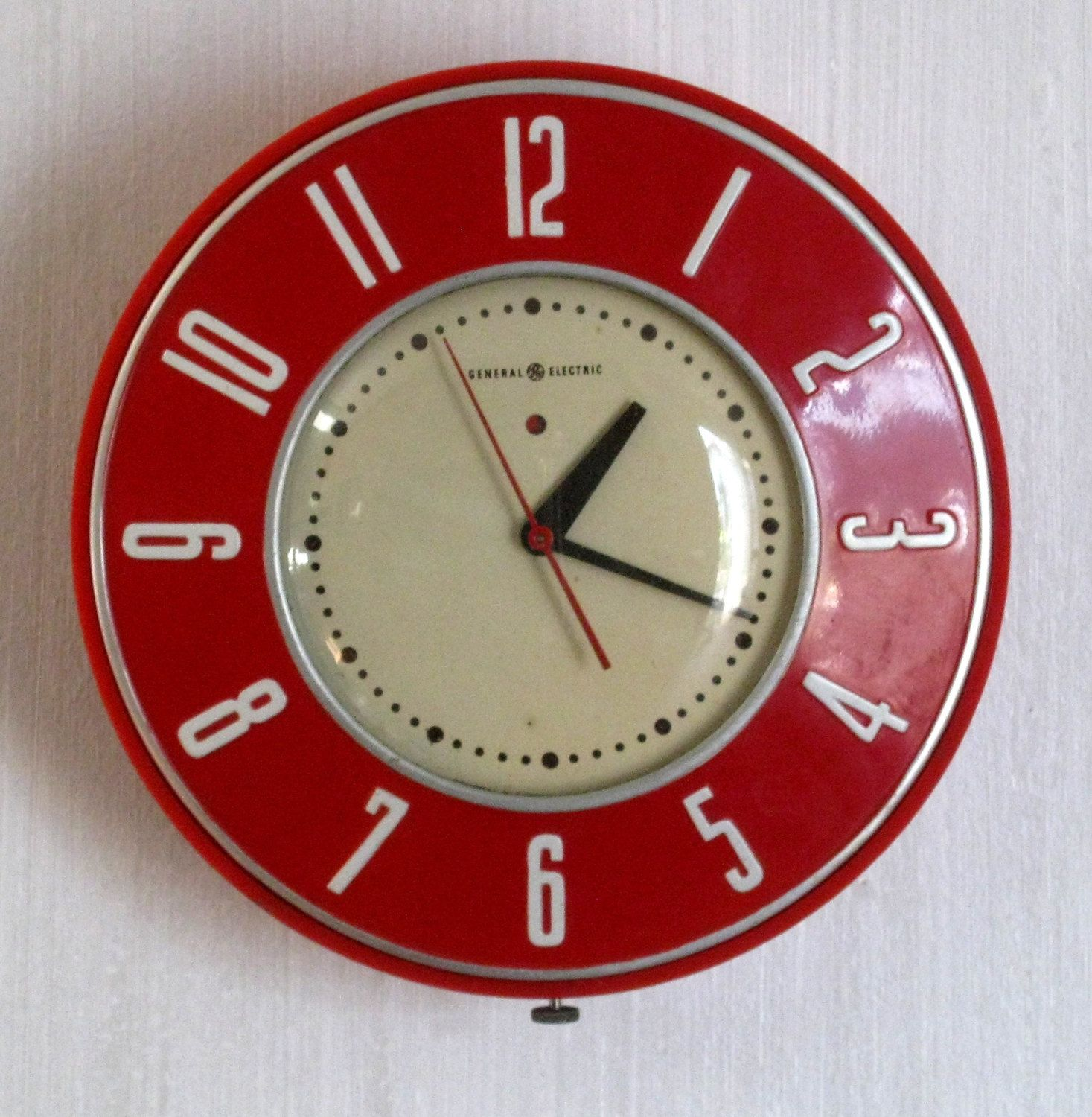 Vintage General Electric Red And White Electric Wall Clock Model 2h26 The Gourmet 1950 S Wall Clock Clock Vintage Clock