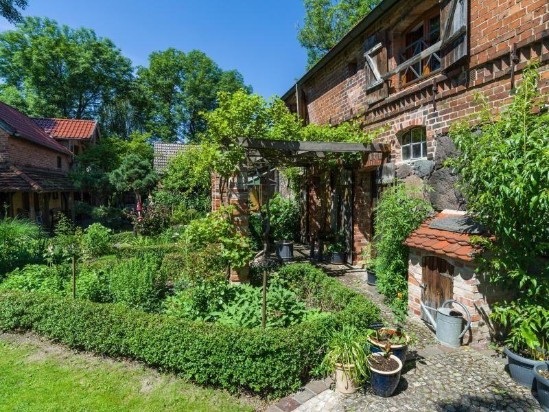 Der knapp 2000 Quadratmeter großer Zachariashof am Rande der Märkischen Schweiz gehört zu zehn ausgewählten Parks und Gärten im Land Brandenburg, in denen es unter dem Motto