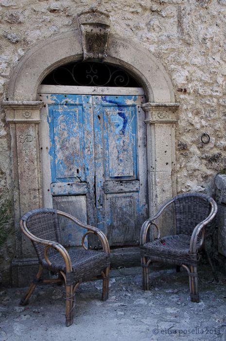 AbruzzoAll'esterno il colore blu...