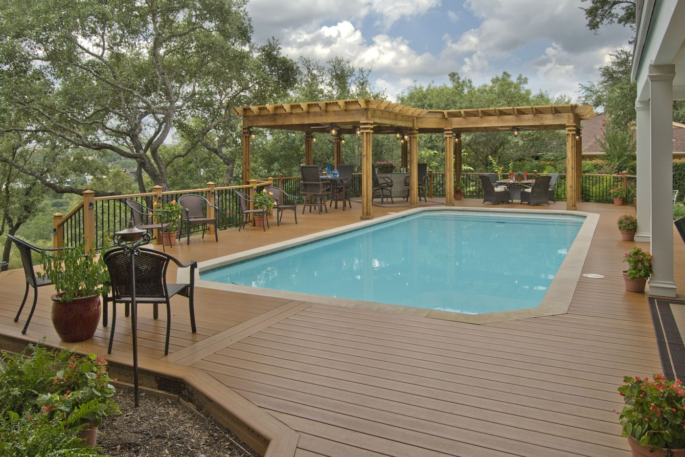LowMaintenance Synthetic Decking Options for CareFree