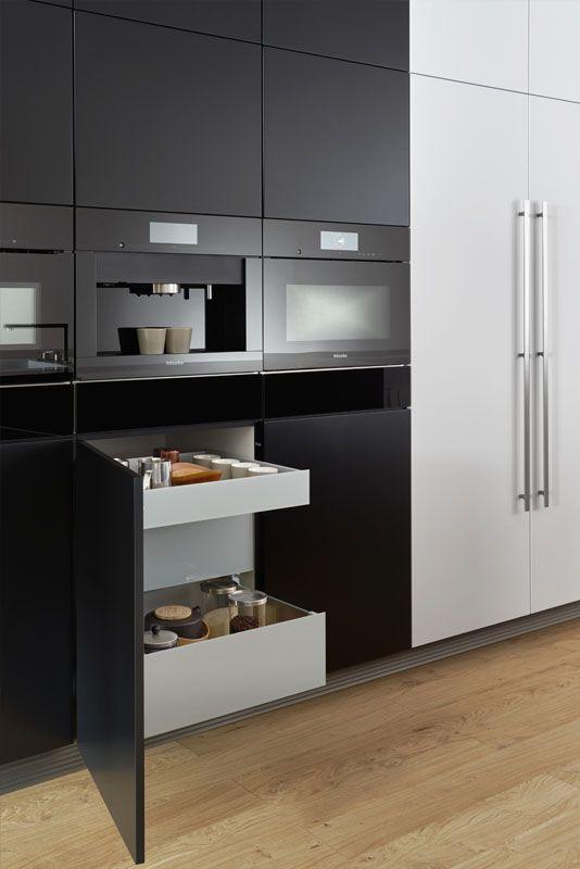 Wildhagen design keuken van leicht in zwart met miele - Miele kitchen cabinets ...