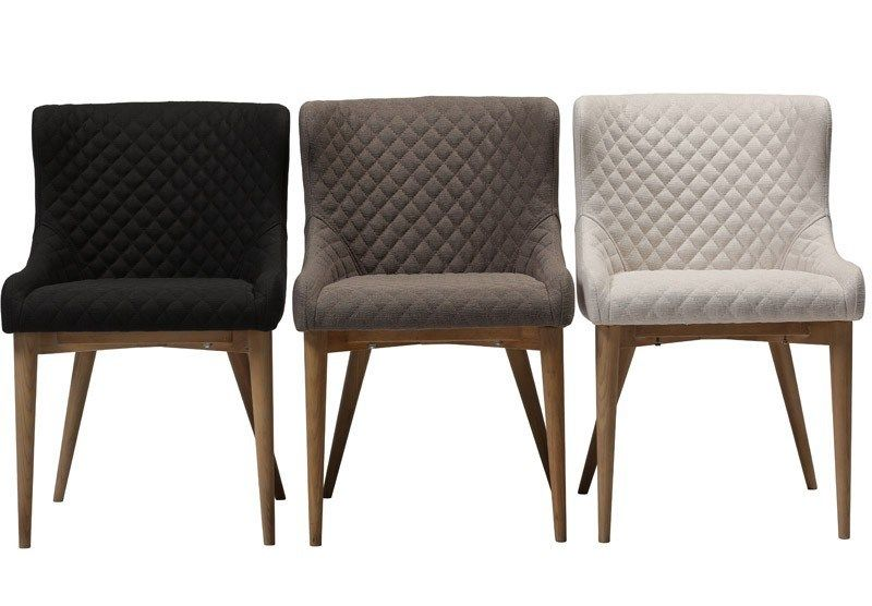 Vetro Spisebordsstol - Beige - Elegant spisebordsstol i beige stofbetræk med flotte detaljer på ...