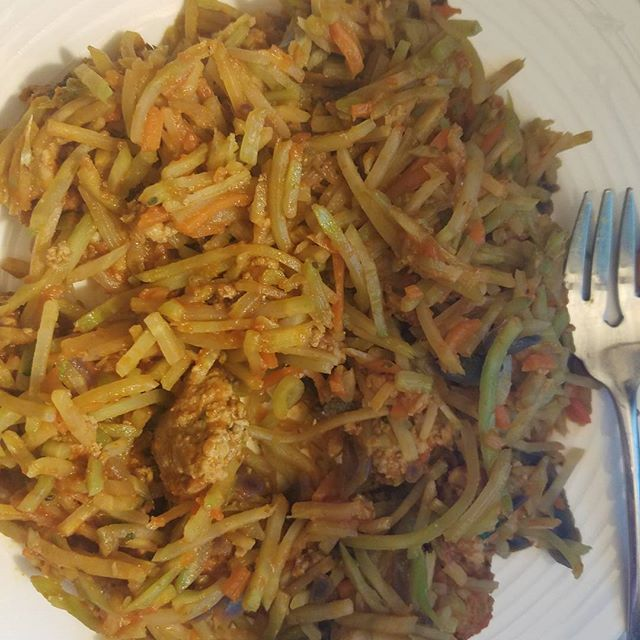 """Dinner tonight, broccoli slaw """"noodles"""" with spaghetti sauce and ground turkey! Yum! #healthyeating #healthyrecipes #healthychoices #healthylifestyle #weightloss #weightlossblog #myweightlossjourney #myweightloss #fatloss #100poundsdown #cleaneating #eatclean #fitness #fitnessmotivation #fattofit #motivation #nobodyshame #loveyourbody #bodypositive #lifestylechange #smallchanges #healthymindset  Yummery - best recipes. Follow Us! #healthyrecipes"""