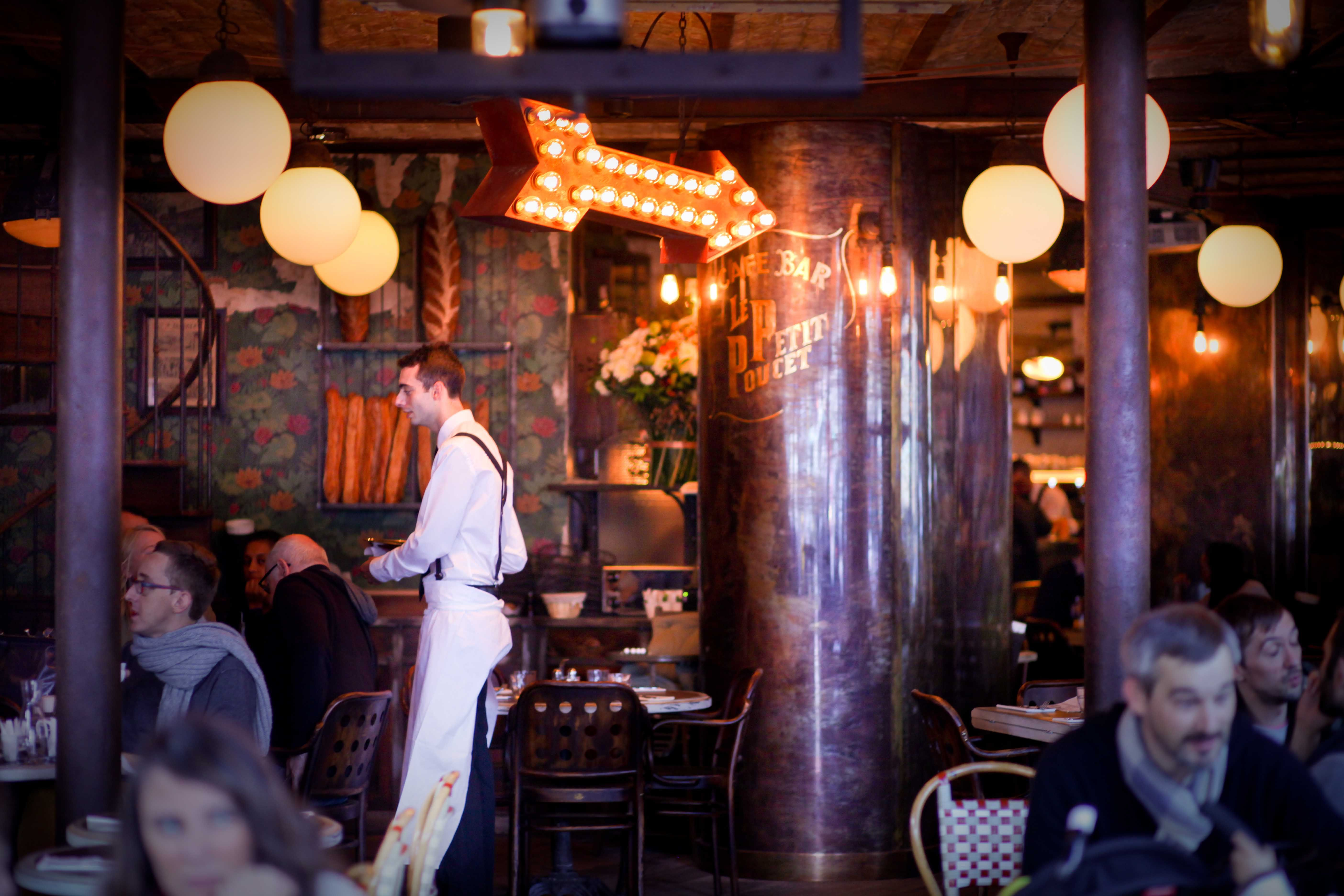 Extérieur terrasse petit poucet paris bar brasserie