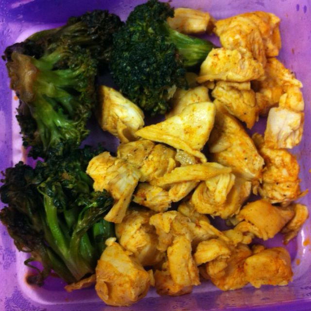 Sauté broccoli with grilled chicken! Yummy!! Portion is key