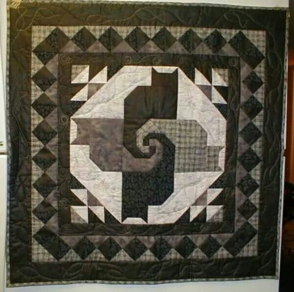 Snail S Trail Block With Cats Cat Quilt Patterns Mystery Quilt Patterns Cat Quilt