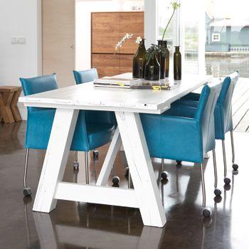 Mix en match verschillende stijlen en vorm een mooie for Witte leren stoelen