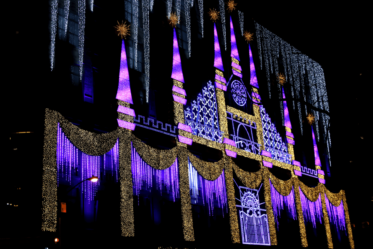 new york city christmas decorations saks fifth avenue light show - New York Christmas Decorations