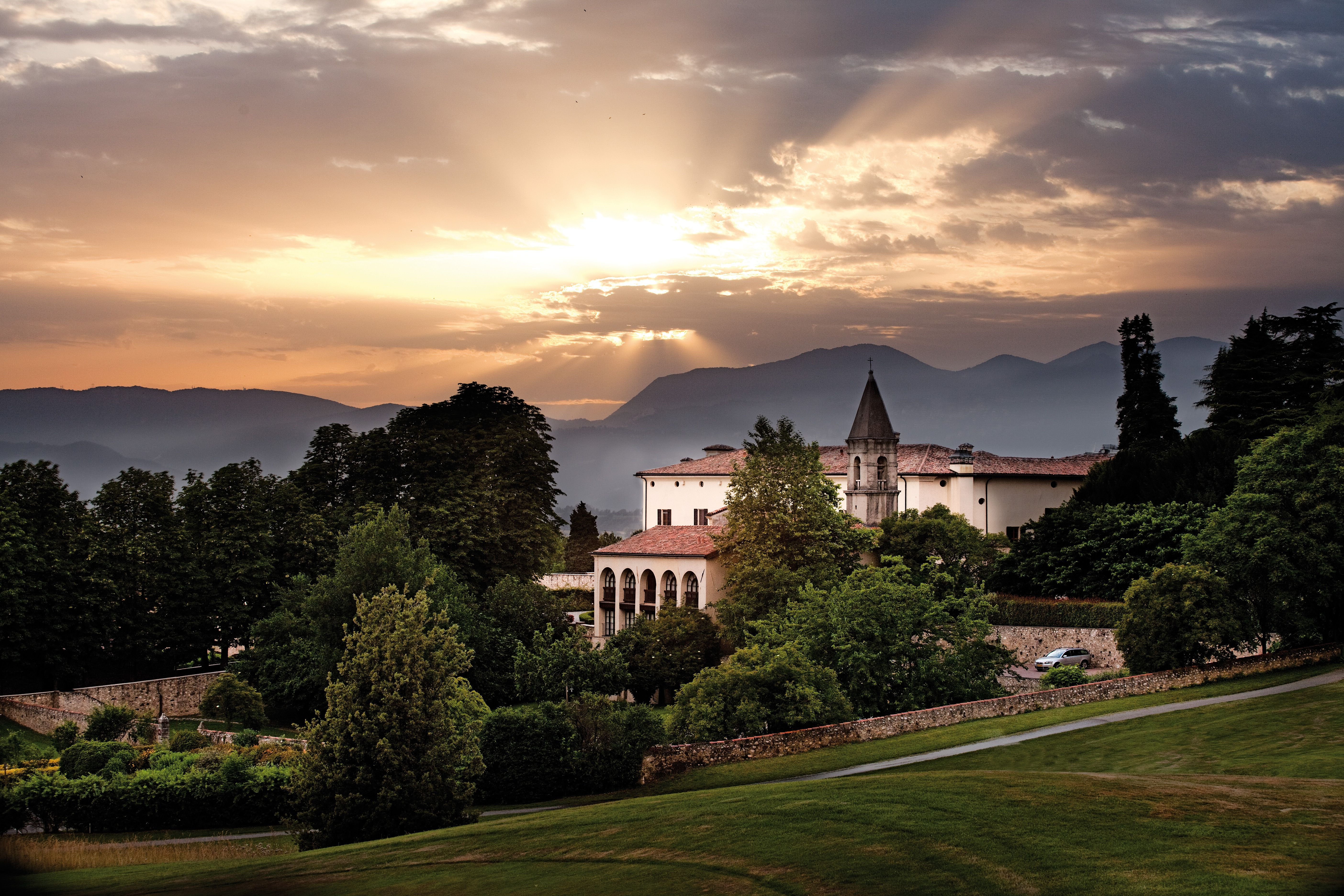 Stunning view of Palazzo Arzaga Hotel, Hotel di lusso
