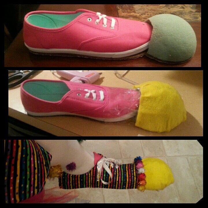 DiY Clown Shoes photo does not show the platform the shoe