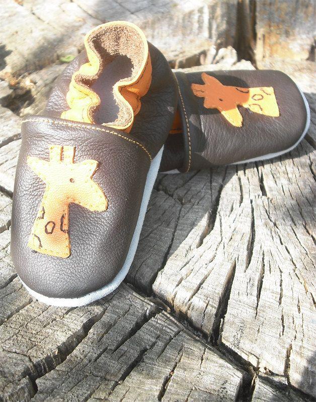 soft sole baby shoes leather infant kids children girl boy gift new giraffe 18-24 months Bébés garçon fille Chaussons girafe. $9.95, via Etsy.