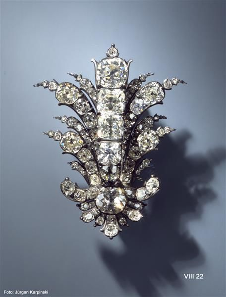 Schmuckstück  Schmuckstück in Palmettenform (Brillantgarnitur) | Crafts | Rococo ...