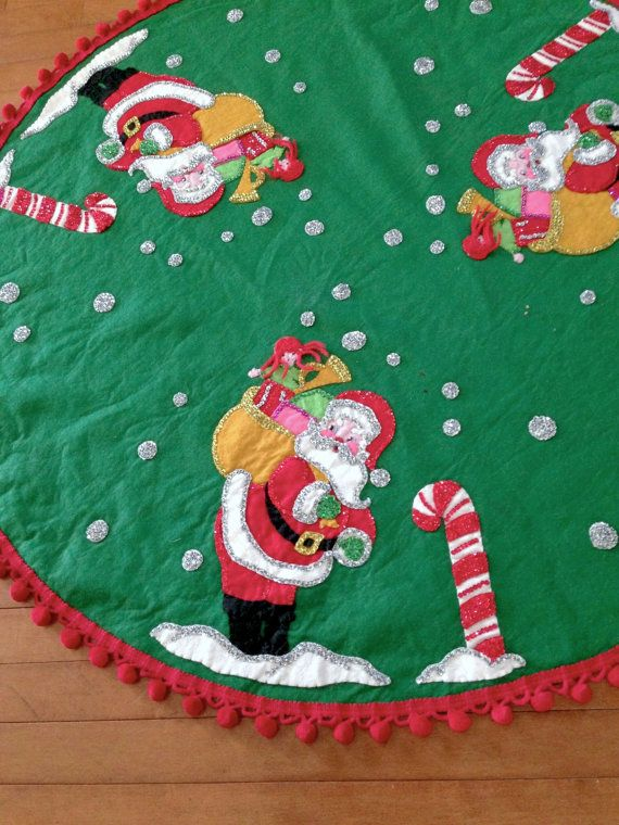 """Fur Trimmed Reverse Sequin 18/"""" Tree Skirt Red and Green New"""