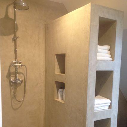 Badkamer in Didam afgewerkt in Stucdeco in wool kleur, stucdeco komt ...