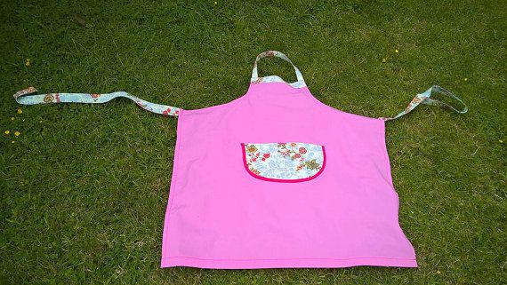 Stylish Apron with Flowers by Stoffenspinsels on Etsy
