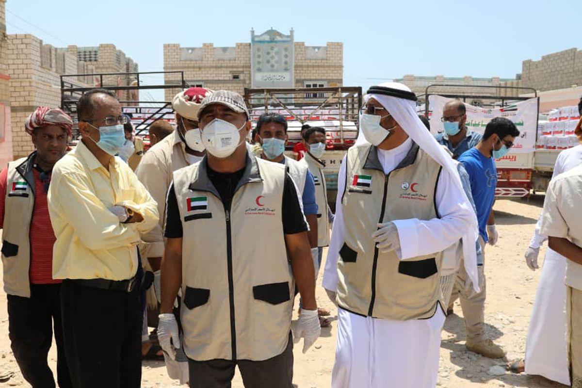 بتوجيهات محمد بن زايد 171 طنا مساعدات غذائية للشحر في حضرموت Rain Jacket Windbreaker Coat
