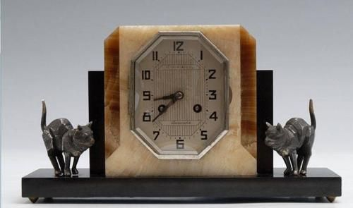 Art Deco table clock with two cat sculptures. Black marble, stone, marble, crystal structure. Auktionshaus Wendl, Autumn Auction, Rudolstadt Germany, Oct 20th