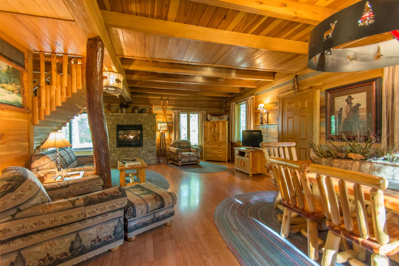 Aspen Leaf Log Cabin near Nashville in Brown County